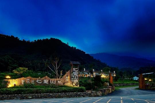 夜景 相片來源:埔里鯉魚潭七里山瑭民宿咖啡