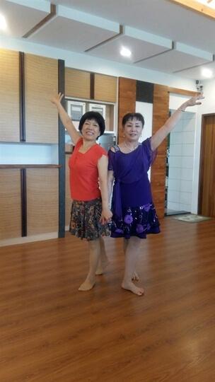 今天早上舞蹈界好友們來荳田町聊天喝咖啡,快樂一夏!