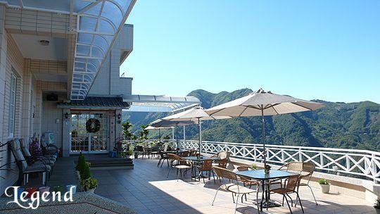 民宿提出景觀平台,可讓遊客在此享受美食、下午茶、觀賞夕陽、星星及嘉義夜景 相片來源:瑞里麗景民宿