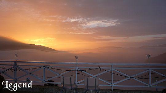 如果夢幻的夕陽您可曾見過?麗景景觀民宿前方視野遼闊,水氣自溪谷湧起,形成特殊的雲海景觀 相片來源:瑞里麗景民宿