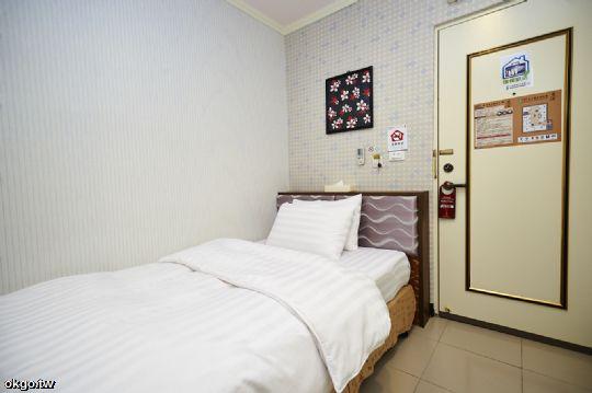 單人房 相片來源:台南來七桃旅店