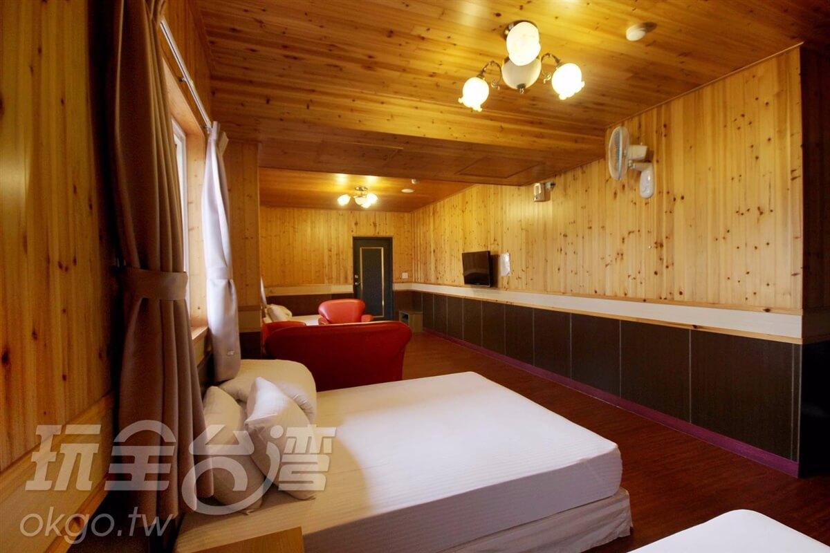 木屋溫馨六人房(有沙發)