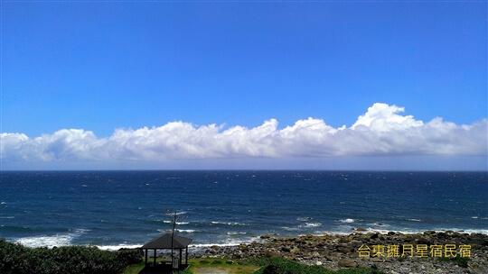 湛藍,是這片大海的顏色 相片來源:台東民宿•擁月星宿(原福樟紅檜木屋)