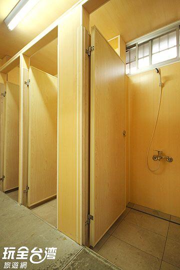 木棧板露營區衛浴