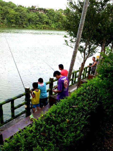 農場靠湖,如有孩童同行,務必自行照料陪伴,並請家長特別注意孩童安全。