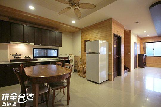 餐廳/廚房:提供基本廚具/雙門大冰箱/餐桌/椅