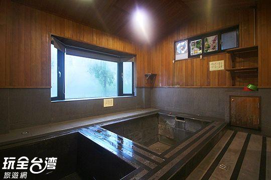 獨立湯屋白磺溫泉湯池+山泉冷水池
