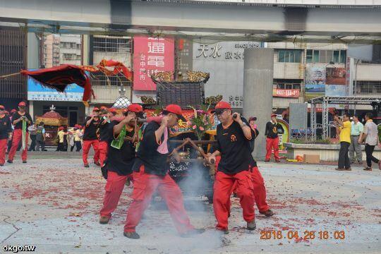 丙申年樂成宮遶境參香 相片來源:財團法人台中市水安宮
