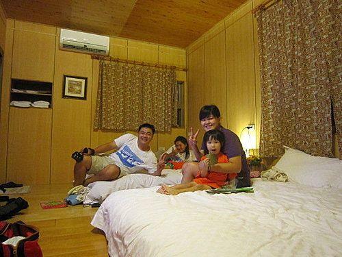 台東山采家民宿老闆也來同樂一下唷! 相片來源:羅東夜市‧幸福Yes