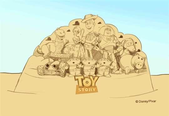 今年的主雕是高達8公尺的「玩具總動員沙雕」。福隆大飯店福容提供