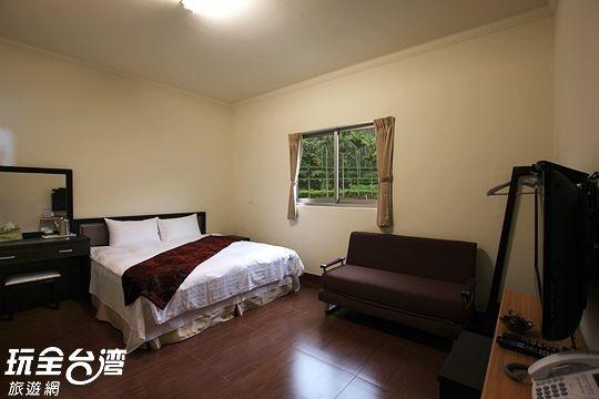 三樓山景雙人房(303、305)
