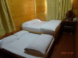小木屋--溫馨房中房--套房兩間 (每間2-4人)