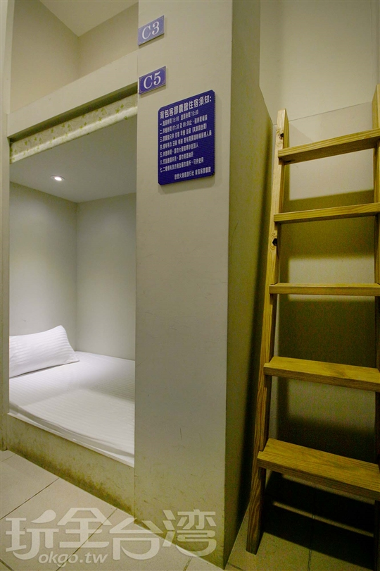 四床背包房