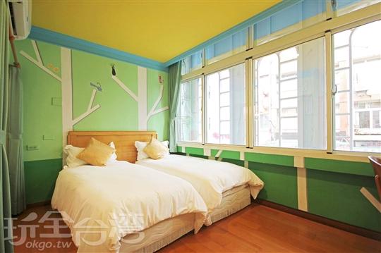 彩繪雙人房-2單人床,送早餐卷