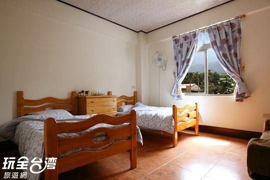 雙人房(兩小床)