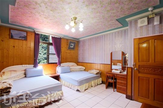 <font color=white>4</font>♨溫馨四人溫泉套房;Warm Spring Quad Room