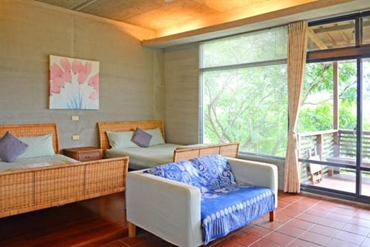 綠意2-4人房(12坪山的大陽台雙床套房)