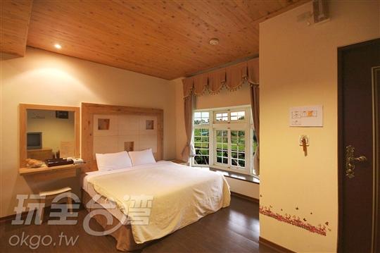 A2檜木雙人房(坪數:8坪)
