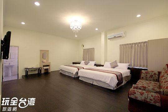303 四人套房 附B棟客廳 (Deluxe suite)