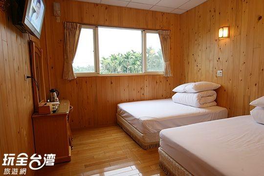 溫馨檜木4人套房(紅蘿蔔)
