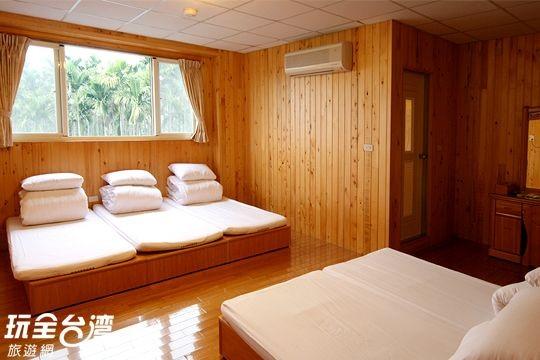 溫馨檜木7人套房(甜椒)