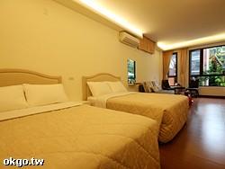 庭院四人套房  即日起至110/2/26號以前限平日住宿優惠價每間特價3000元