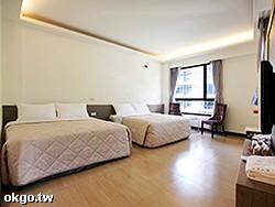 豪華四人套房 (定價6800元)  使用大金空調冷氣