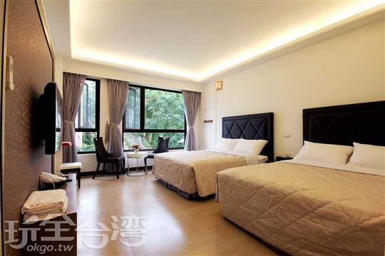 豪華四人套房(定價6800元)  使用大金空調冷氣