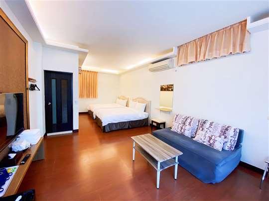 庭院四人套房  即日起至110/4/1號以前限平日住宿優惠價每間特價2980元