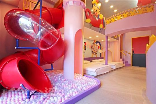雙旋轉溜滑梯VIP城堡房