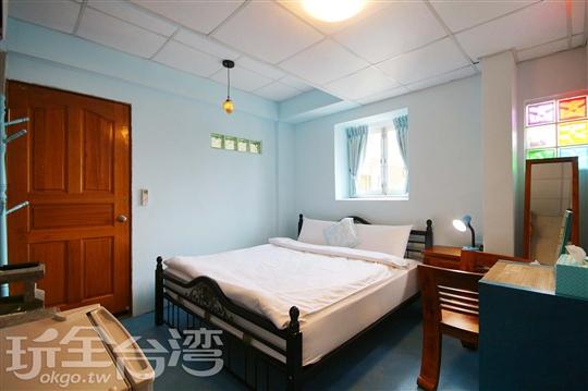 2.藍海洋雙人加大床套房