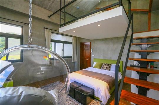 302吊椅樓中樓四人房