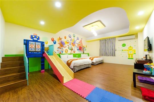 溜滑梯親子房_和室地板