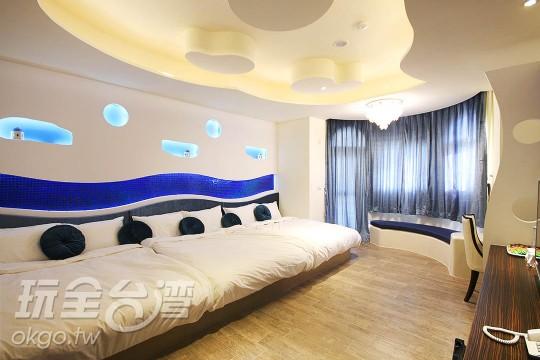 B2101 藍海慕夏六人房--雙淋浴間設計