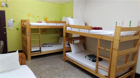 2F. 綠舍 床位房(1-8人一間) 共用衛浴