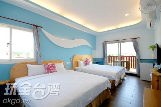 301 藍色波浪陽台四人房
