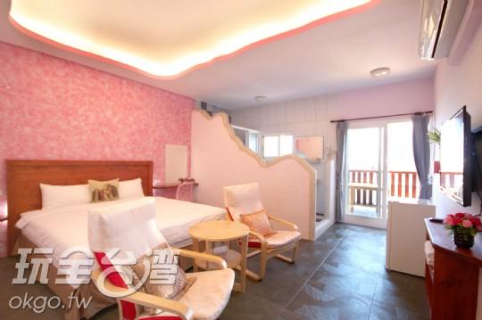 303粉紅船屋陽台二人房