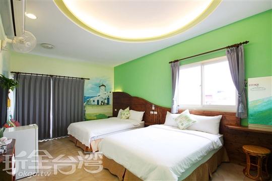 302 綠色船板陽台四人房