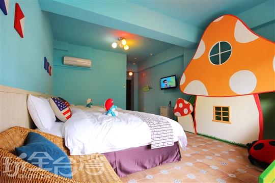 藍色小精靈(2+2人)溜滑梯親子房)無浴缸