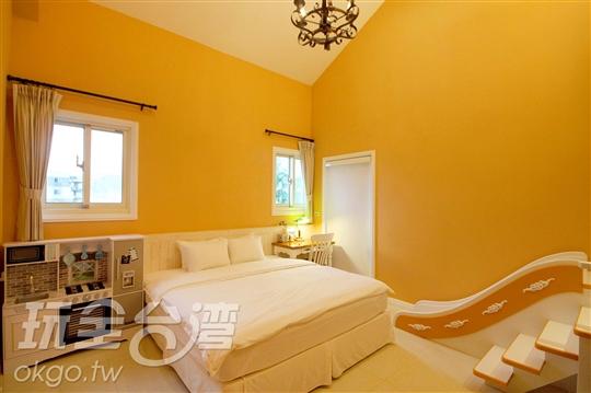 二樓橙色雙人房