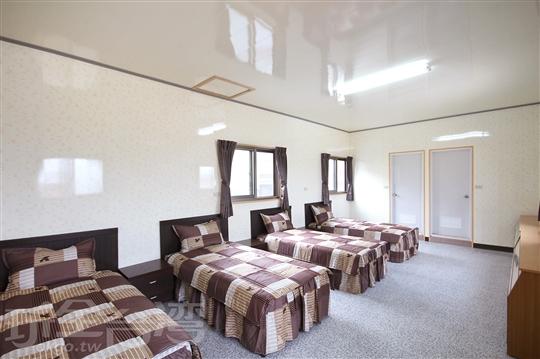 四人套房/4小床