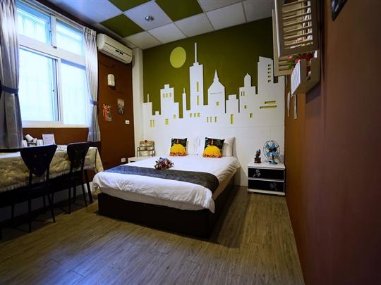 城市月光2人房(位於1樓/加大雙人床)