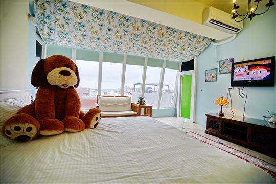 C-6. 愛戀熊館-熊看海雙人套房(電梯/加大雙人床/落地大面看海觀景窗)