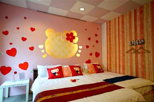 粉紅屋3人房(2樓/一張加大雙人床組+一張單人床組/浴缸/陽台)