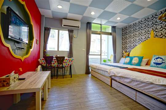 阿里巴巴4人房(位於2樓/附浴池/標準雙人床組2組/陽台)