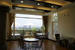 精緻悠閒的咖啡廳,可眺望埔里全景