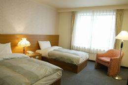 兩人房定價1700元  假日價1400