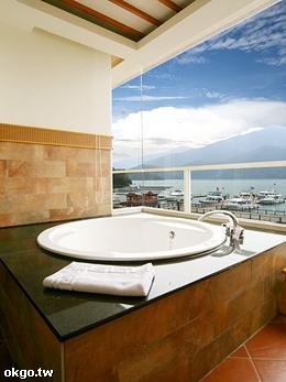 晶瑩剔透的180°全景浴室