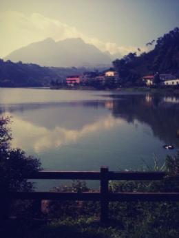 溪頭鹿谷東湖露營區湖邊景色