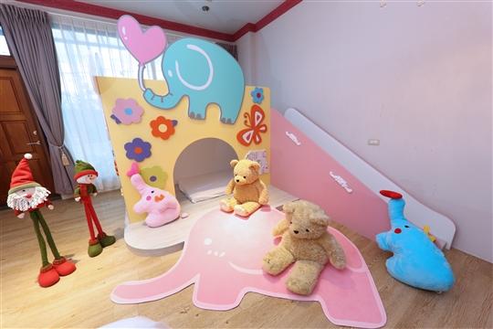 粉紅甜心親子滑梯房